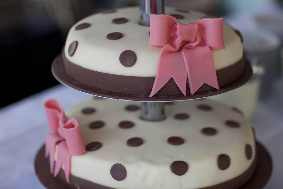 bruidstaart taart trouwen trouwdag bruiloft feest
