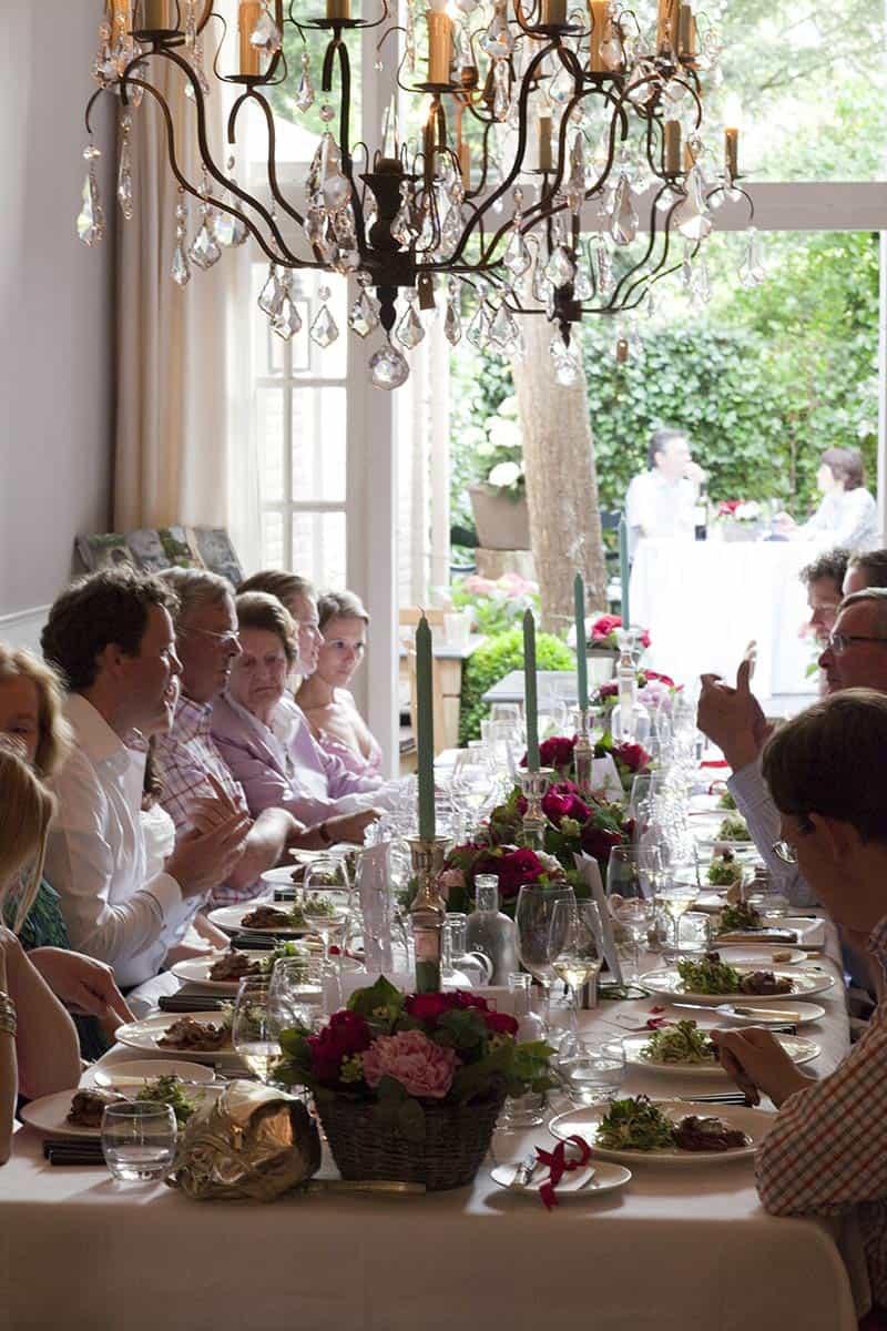 Bruidsfotografie Tijdens Het Diner Buffet Bbq