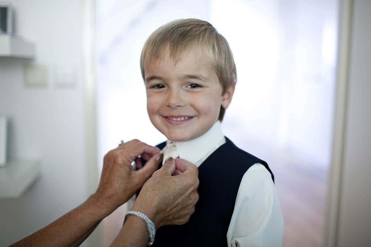 bruidsjongen trouwdag trouwen trouwreportage jongen opmaken
