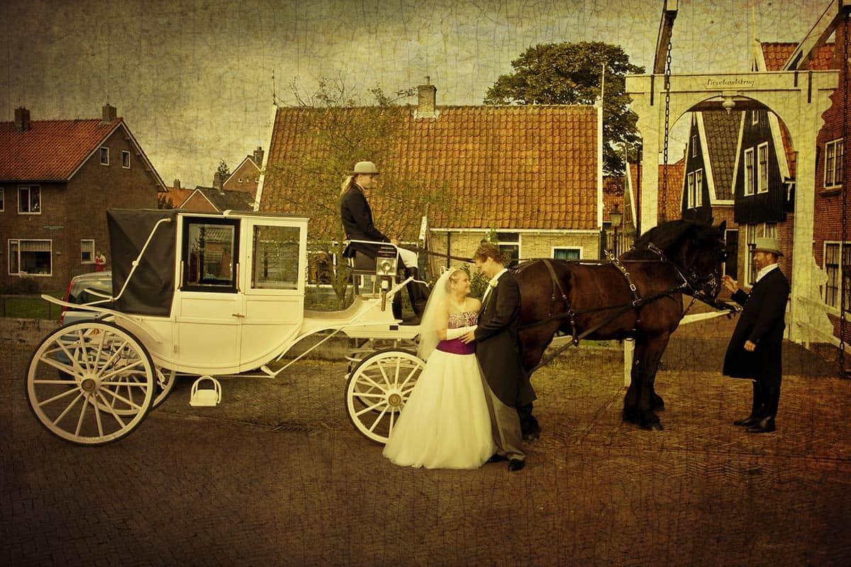trouwfoto koets trouwkoets bruiloft trouwdag trouwen buidsfoto
