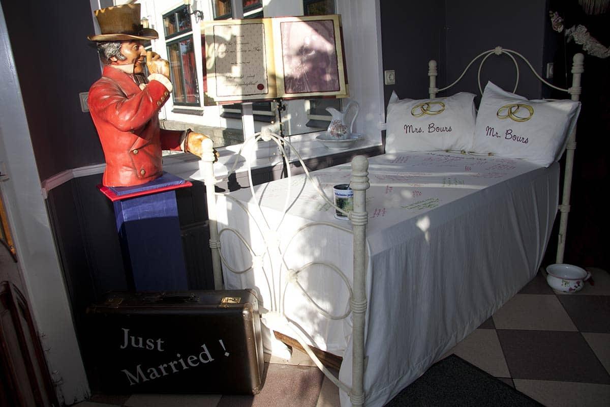 bed gastenboek laken sloop alternatief bruiloft trouwen trouwdag
