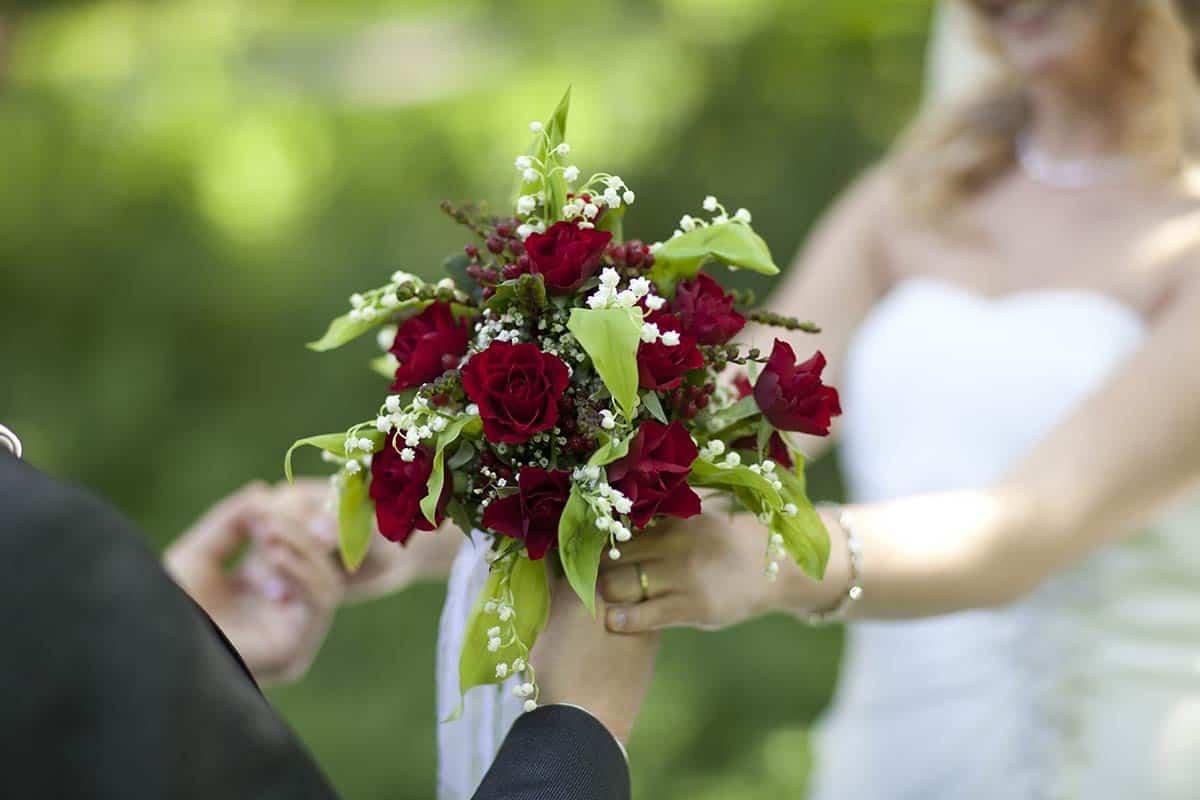 Bruidsboeket van de bruid op de trouwdag / Voorbeelden bruidsboeket / bloemen, trouwen, trouwfoto