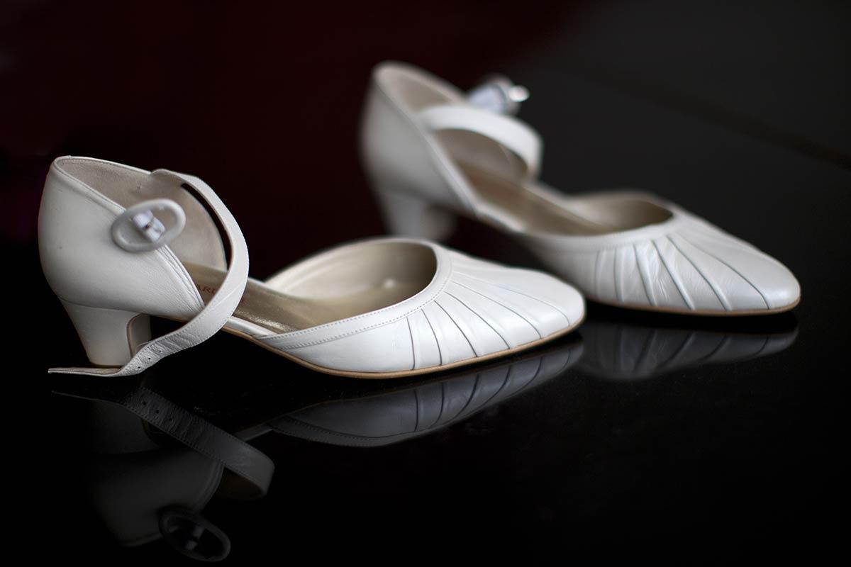 trouwschoenen weddingshoes bruid schoen trouwen bruidsfotografie