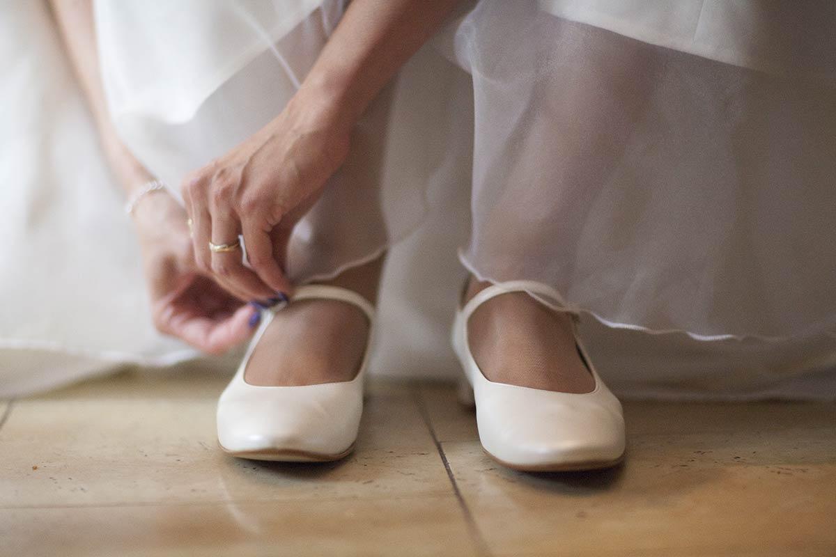 trouwschoenen trouwfoto bruidsfotografie trouwen bruid
