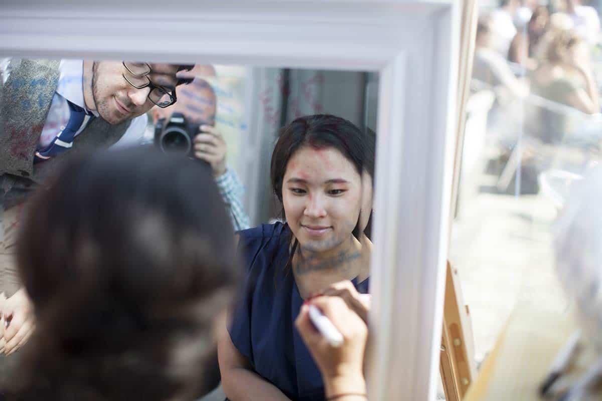 kado trouwdag bruidspaar spiegel idee cadeau gastenboek trouwreportage