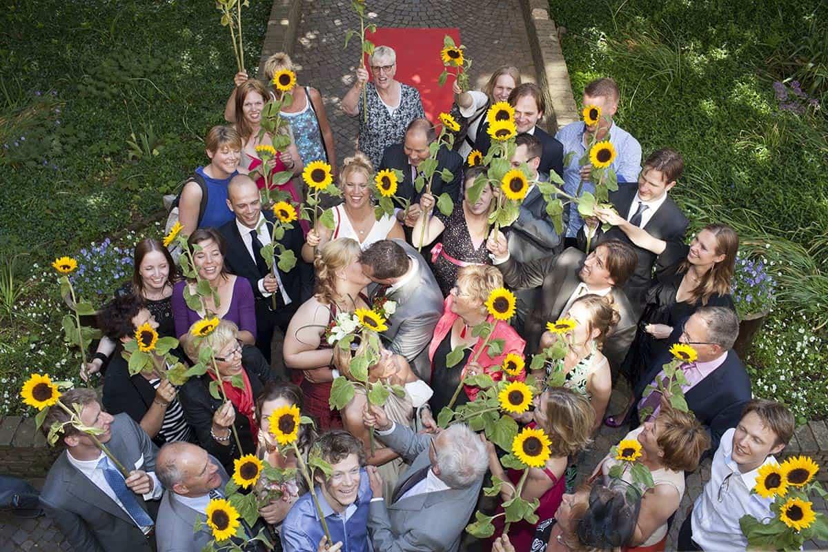 trouwen gemeentehuis Oostvoorne Westvoorne trouwlocatie bruiloft zonnebloemen idee