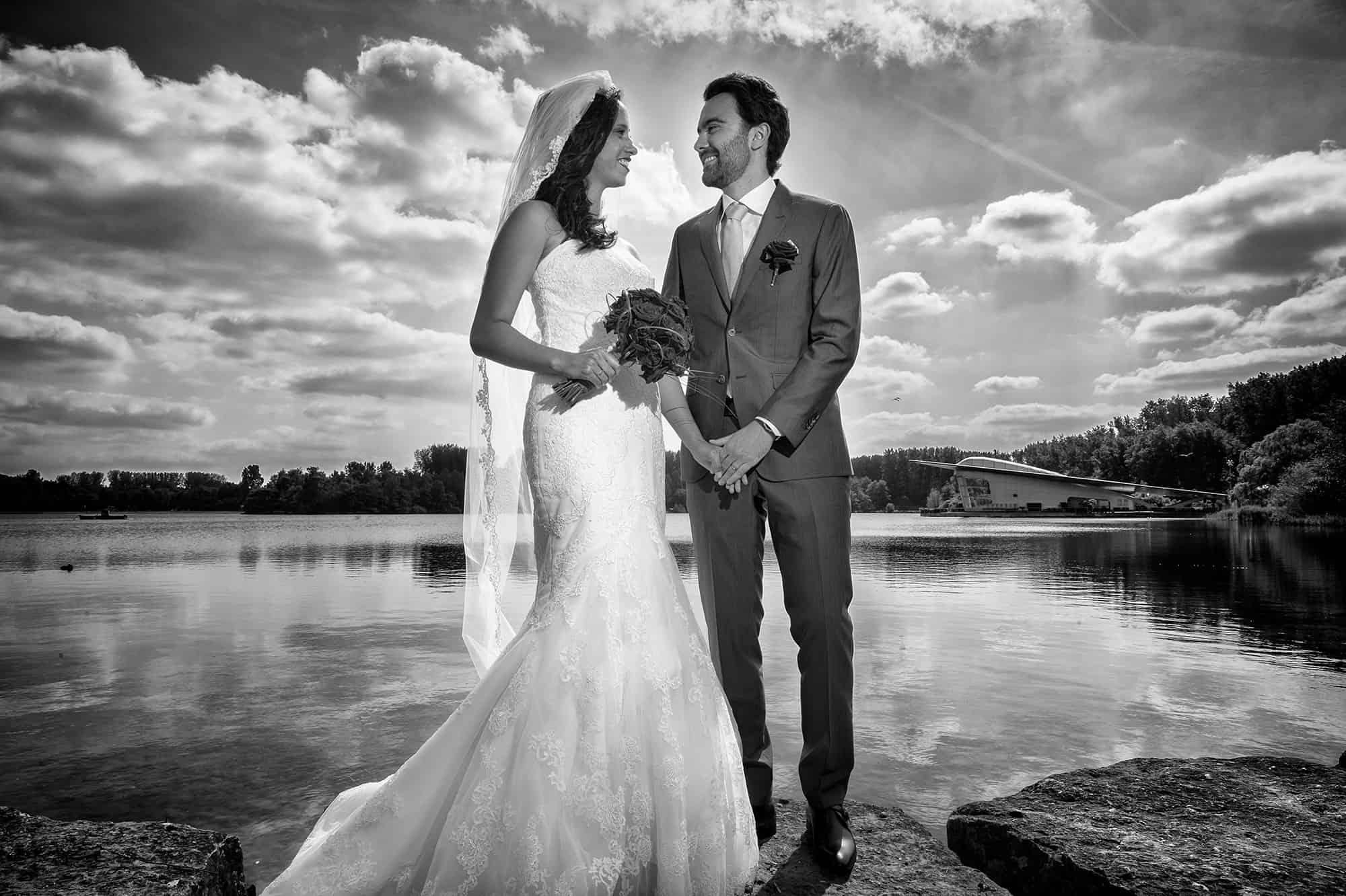 zwart-witfoto bruidspaar