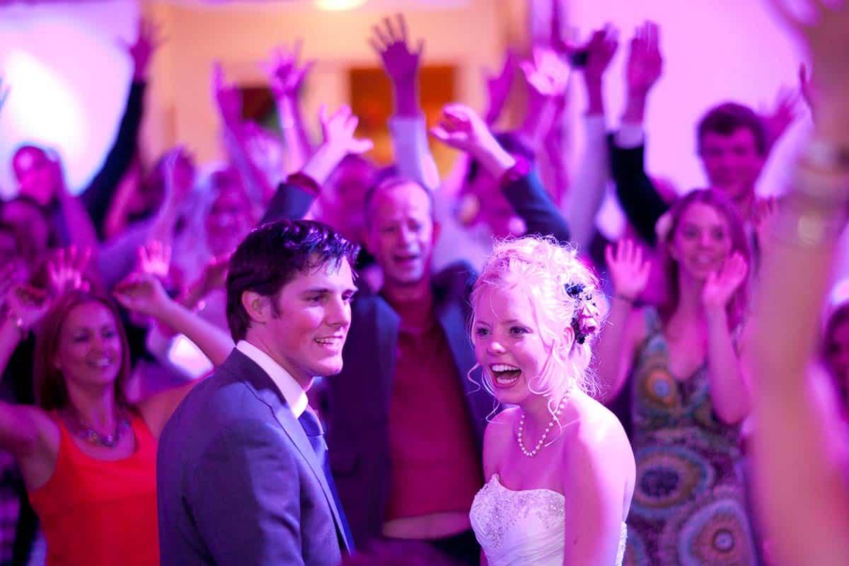 trouwfoto bruidsfotografie bruiloftsfeest party feestavond trouwdag trouwen