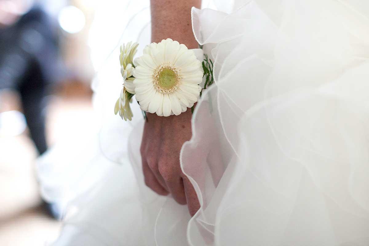 polsboeket armband trouwdag trouwfoto bruidsfotografie