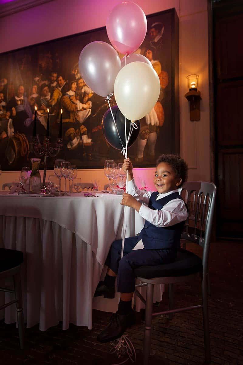 kinderportret trouwfoto kinderen bruidsfotografie spontaan trouwreportage ontspannen