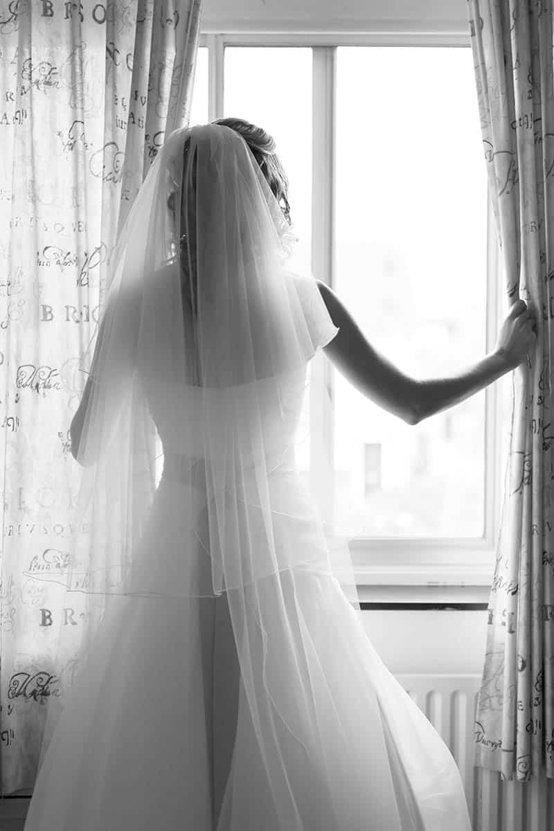 trouwfoto bruid bruidsfotografie artistiek spontaan fotojournalistiek bruidsfotograaf Nieuw-Vennep Hoofddorp