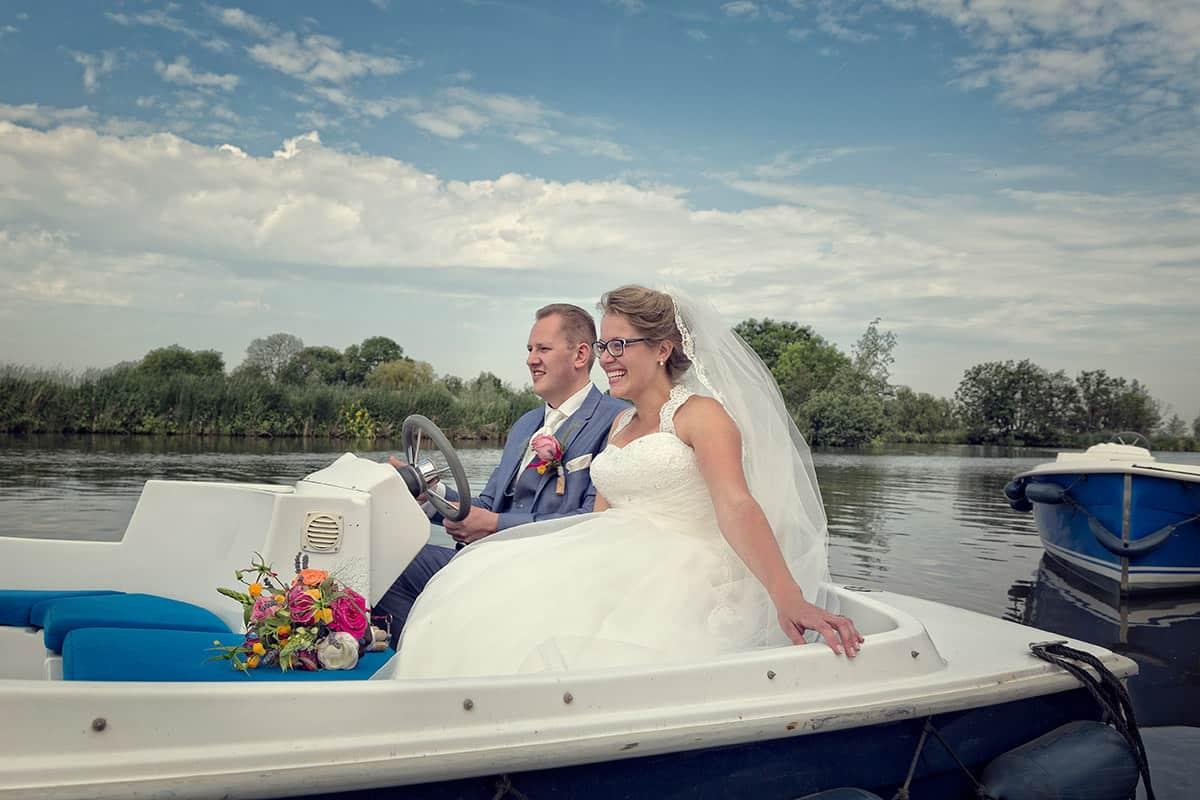 bruidspaar huwelijksbootje bruidsfotografie