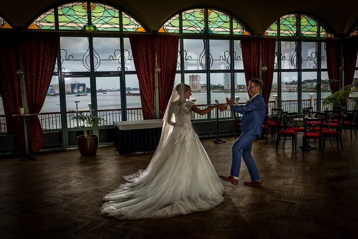 Bruidsfoto s zalmhuis rotterdam trouwreportages for Zalmhuis rotterdam