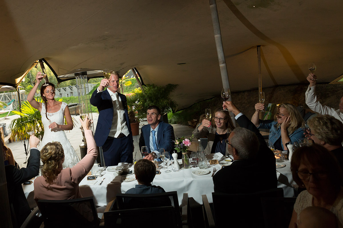 bruidsfotografie diner bruiloft trouwfoto