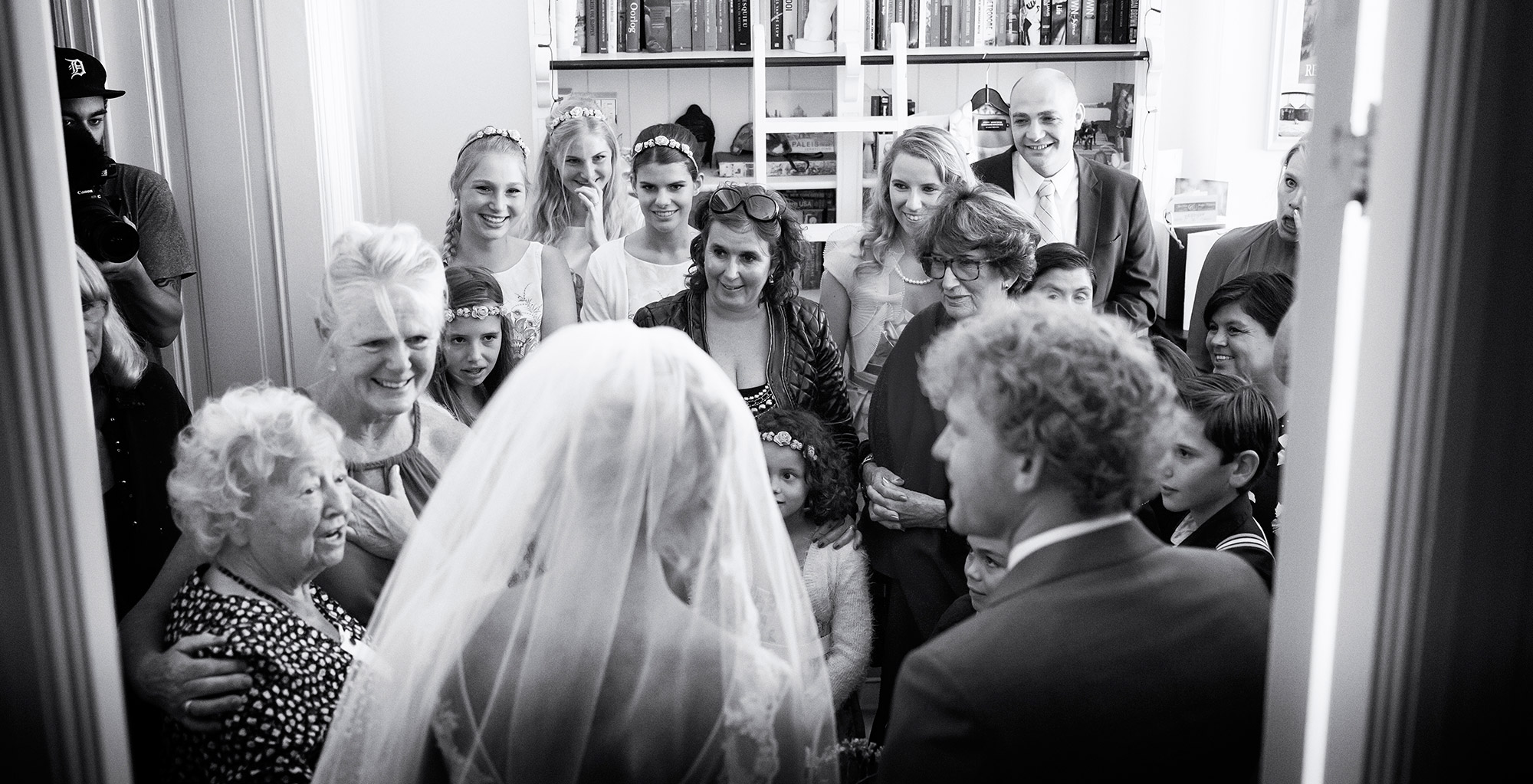 ophalen Ontmoeting bruid en bruidegom trouwfoto trouwdag