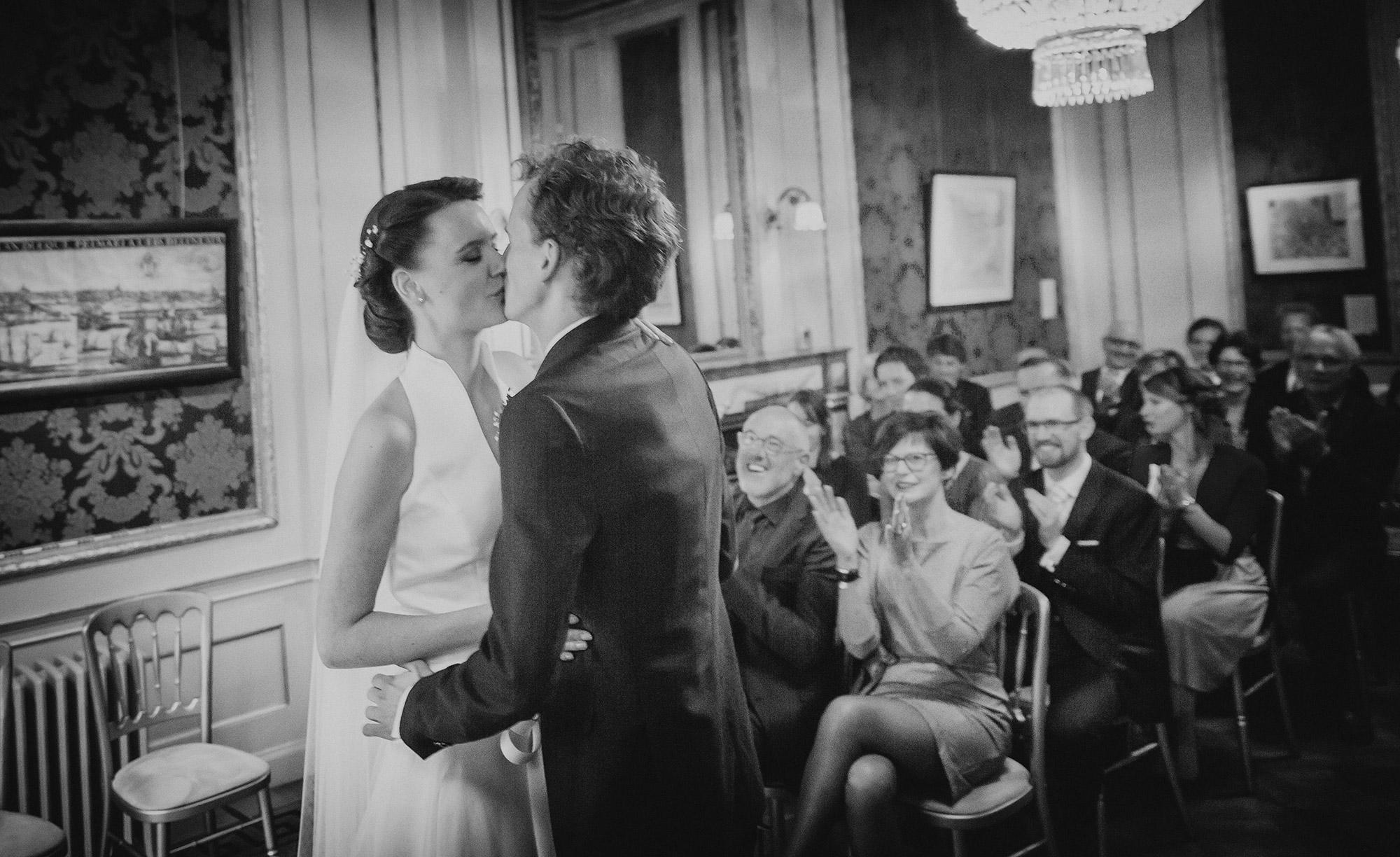 huwelijksceremonie Amsterdam trouwfoto
