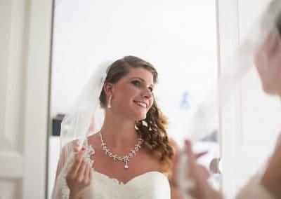 bruid trouwfoto spiegel