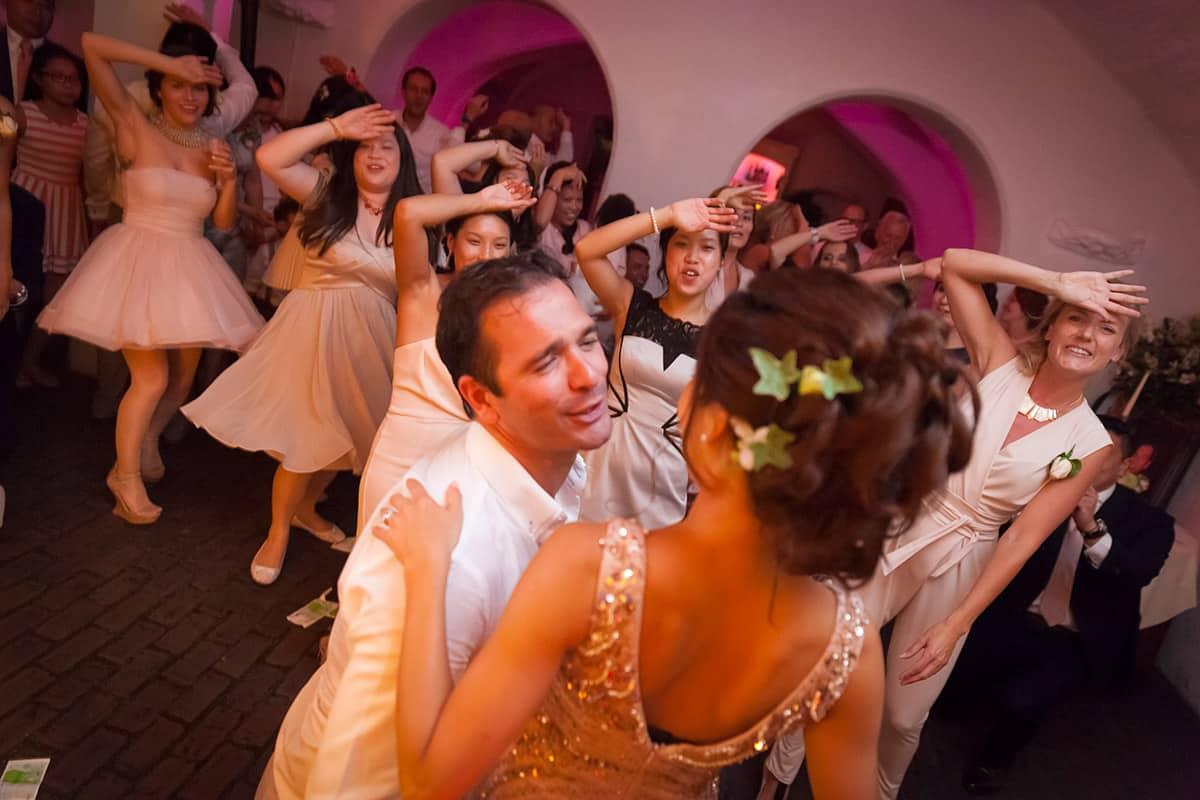bruidsfotografie feestavond bruidspaar