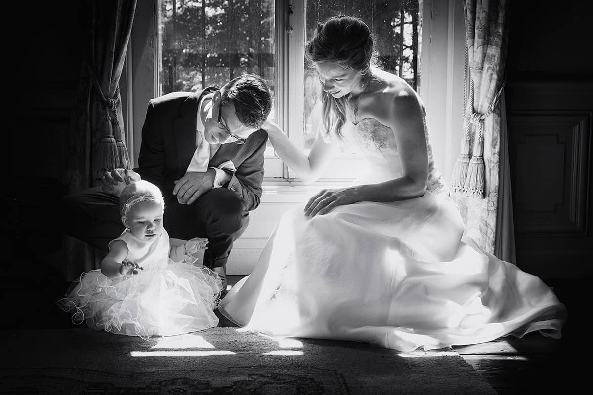 trouwfoto bruidspaar met baby