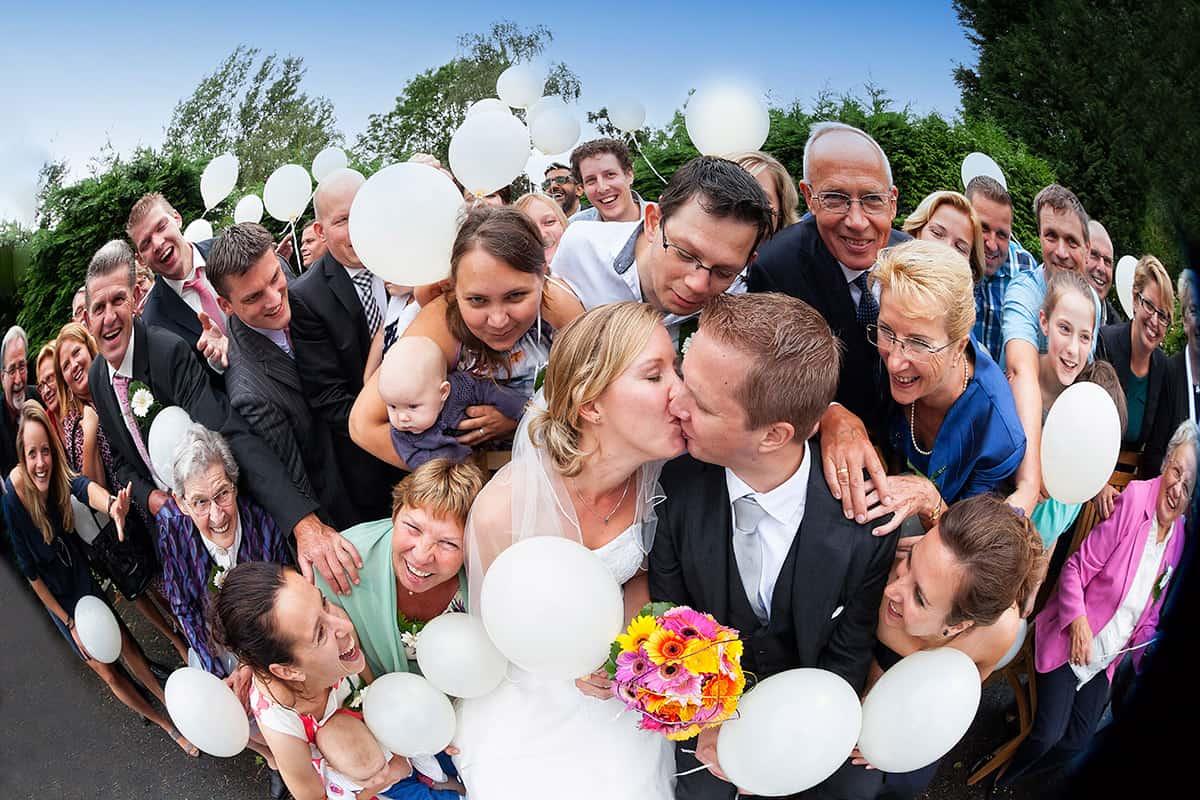 groepsfoto trouwdag bruiloft creatief